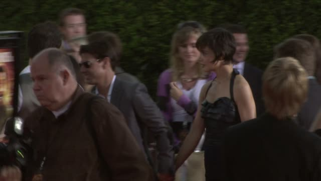 vidéos et rushes de tom cruise katie holmes at the tropic thunder premiere at los angeles ca - tom cruise