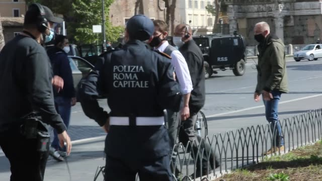 tom cruise waves at fans during the shooting of mission impossible 7 at via dei fori imperiali on october 13, 2020 in rome, italy. - tom cruise stock videos & royalty-free footage