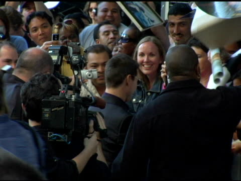 tom cruise with fans at the 'collateral' los angeles premiere at the orpheum theatre in los angeles, california on august 2, 2004. - orpheum theatre stock videos & royalty-free footage