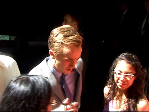 tom felton is crushed by fans wanting autographs as he departs 'live with regis kelly' in new york 07/12/11 - tom felton stock videos & royalty-free footage