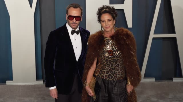 tom ford and lisa eisner at vanity fair oscar party at wallis annenberg center for the performing arts on february 09, 2020 in beverly hills,... - oscar party点の映像素材/bロール