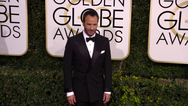 tom ford at the 74th annual golden globe awards arrivals at the beverly hilton hotel on january 08 2017 in beverly hills california 4k - ビバリーヒルトンホテル点の映像素材/bロール