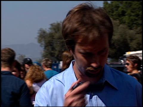 tom green at the 2002 teen choice awards at universal amphitheatre in universal city, california on august 4, 2002. - トム グリーン点の映像素材/bロール