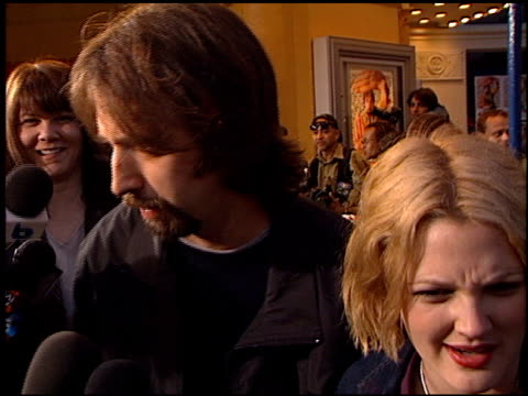 tom green at the 'freddie got fingered' premiere on april 18, 2001. - トム グリーン点の映像素材/bロール