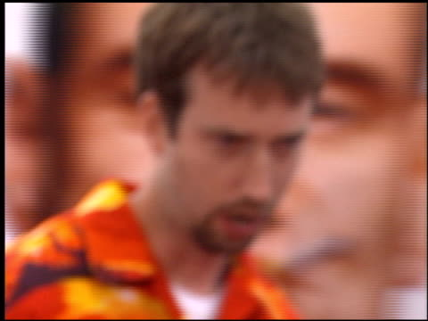 tom green at the 'me, myself and irene' premiere on june 15, 2000. - トム グリーン点の映像素材/bロール