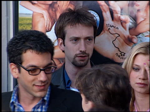 tom green at the 'road trip' premiere at the mann village theatre in westwood, california on may 11, 2000. - トム グリーン点の映像素材/bロール
