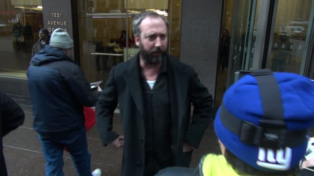 tom green leaving siriusxm satellite radio signs for and poses for photos with fans at celebrity sightings in new york on february 12, 2015 in new... - トム グリーン点の映像素材/bロール
