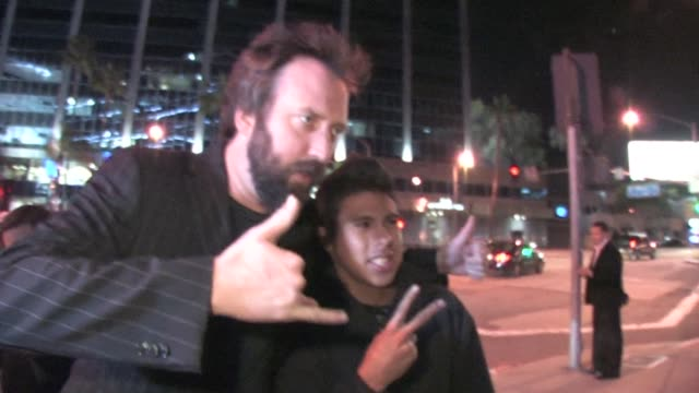tom green outside trousdale at the celebrity sightings in los angeles at los angeles ca. - トム グリーン点の映像素材/bロール