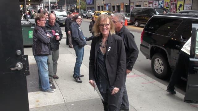 tom hamilton of aerosmith arrives at the late show in new york, ny, on 11/01/12 - エアロスミス点の映像素材/bロール