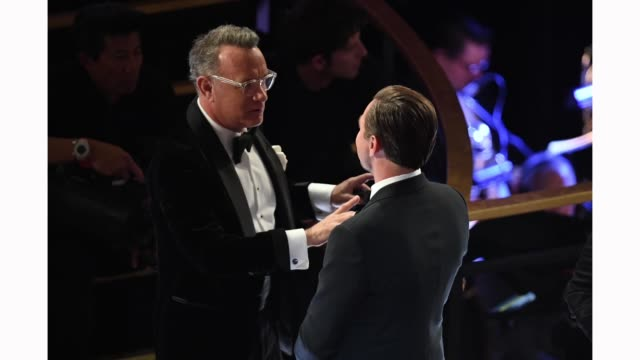 vídeos de stock e filmes b-roll de tom hanks and leonardo dicaprio attend the 92nd annual academy awards at dolby theatre on february 09, 2020 in hollywood, california. - tom hanks