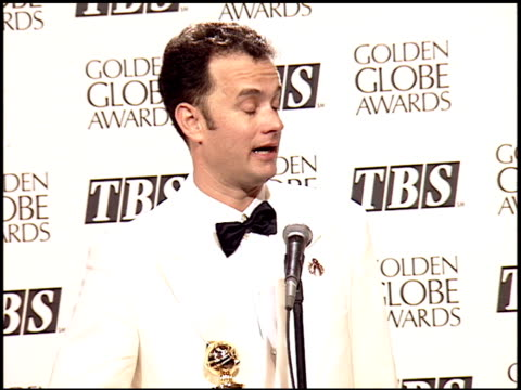 tom hanks at the 1995 golden globe awards at the beverly hilton in beverly hills, california on january 21, 1995. - 1995 bildbanksvideor och videomaterial från bakom kulisserna