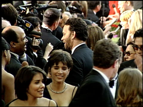 vídeos y material grabado en eventos de stock de tom hanks at the 1999 academy awards at the shrine auditorium in los angeles california on march 21 1999 - tom hanks