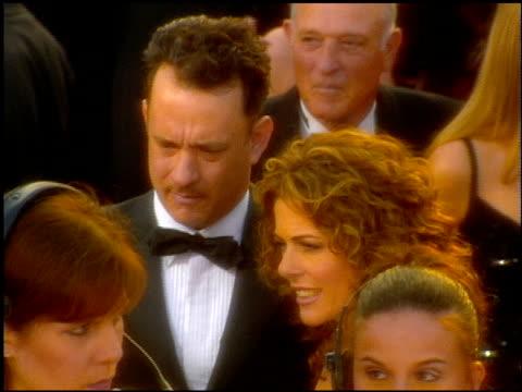 vídeos y material grabado en eventos de stock de tom hanks at the 2001 academy awards at the shrine auditorium in los angeles california on march 25 2001 - tom hanks