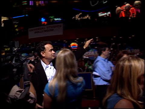 vídeos y material grabado en eventos de stock de tom hanks at the 'apollo 13' imax premiere at universal on september 12 2002 - tom hanks