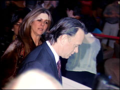 vídeos y material grabado en eventos de stock de tom hanks at the earth to america gala at ceasar's palace in las vegas nevada on november 17 2005 - tom hanks