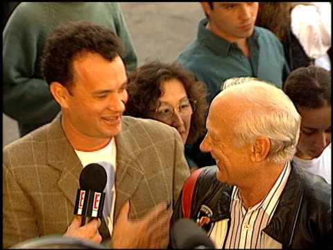 tom hanks at the 'toy story' premiere at the el capitan theatre in hollywood california on november 19 1995 - 1995 stock-videos und b-roll-filmmaterial