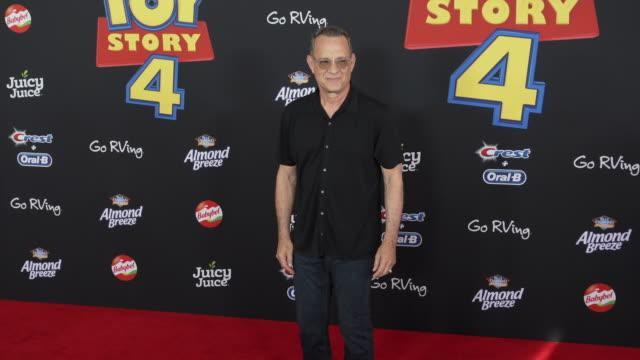 """tom hanks at the world premiere of """"toy story 4"""" at el capitan theatre on june 11, 2019 in los angeles, california. - tom hanks bildbanksvideor och videomaterial från bakom kulisserna"""