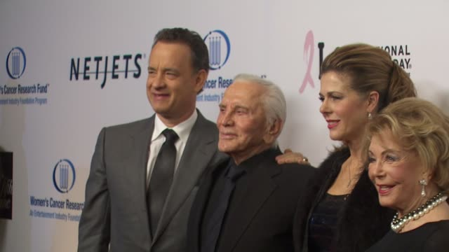tom hanks, kirk douglas, rita wilson at the an unforgettable evening benefiting eif's women's cancer research fund at beverly hills ca. - 俳優 カーク・ダグラス点の映像素材/bロール
