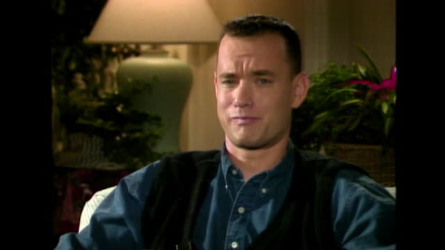 """vidéos et rushes de tom hanks on whether he was worried about playing a homosexual man in philadelphia. he responds saying he was unconcerned and """"if this was 1962 and... - homophobie"""