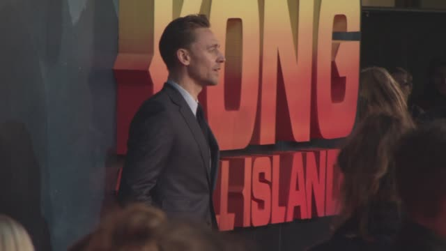tom hiddleston at 'kong skull island' european premiere at cineworld leicester square on march 28 2017 in london england - キングコング 髑髏島の巨神点の映像素材/bロール