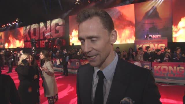interview tom hiddleston on being in the film working with a great cast never getting used to the attention from the fans taking some time off at... - キングコング 髑髏島の巨神点の映像素材/bロール