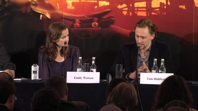tom hiddleston on spielbergs working practice at war horse press conference part 2 at claridges hotel on january 9, 2012 in london, england. - war stock-videos und b-roll-filmmaterial