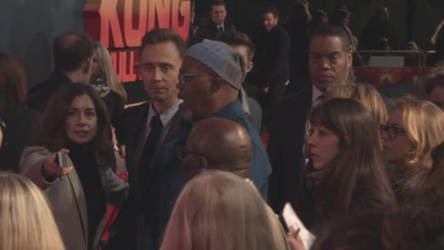 tom hiddleston samuel l jackson at 'kong skull island' european premiere at cineworld leicester square on march 28 2017 in london england - キングコング 髑髏島の巨神点の映像素材/bロール