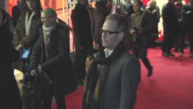 stockvideo's en b-roll-footage met tom hollander at 'the night manager' red carpet 66th berlin international film festival at on february 18 2016 in berlin germany - internationaal filmfestival van berlijn 2016