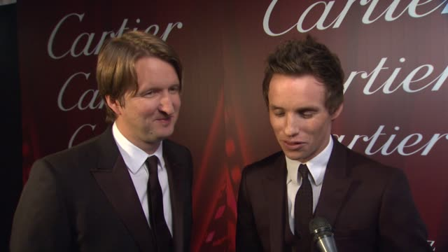 interview tom hooper eddie redmayne on tom receiving the sonny bono visionary award what it means to him and why eddie feels he's deserving of the... - 光栄点の映像素材/bロール