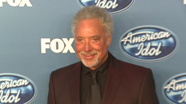tom jones at the fox's 'american idol 2011' finale results show at los angeles ca - results show stock videos & royalty-free footage