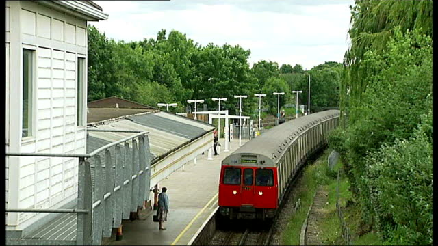 Tom Maynard inquest hears he was over legal alcohol limit and had taken drugs T18061243 / TX High angle view tube train along at platform Close shot...