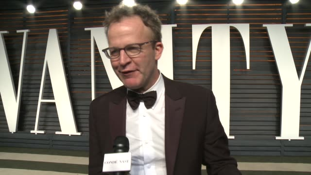 vídeos de stock, filmes e b-roll de tom mccarthy at the 2016 vanity fair oscar party hosted by graydon carter at wallis annenberg center for the performing arts on february 28, 2016 in... - graydon carter
