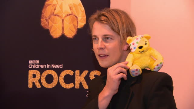 vidéos et rushes de tom odell at bbc children in need rocks - charity concert on november 7, 2018 in london, england. - bbc children in need