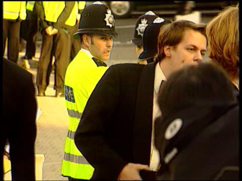 cocaine allegations cC5F SIMON LIB ENGLAND London BAFTAS Tom ParkerBowles talking to woman CMS ParkerBowles talking to Alicia Silverstone