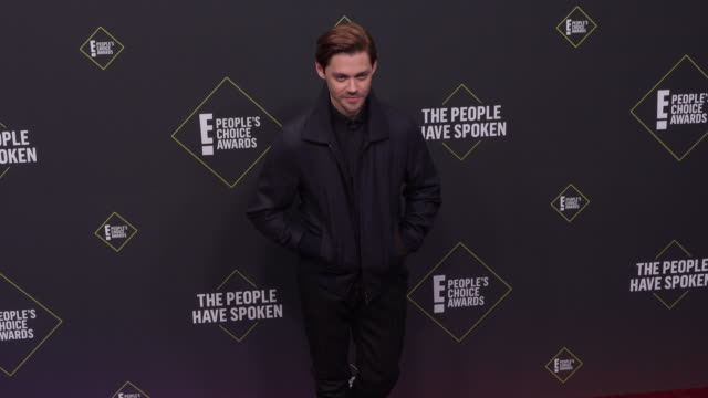 tom payne at the 2019 e people's choice awards at barker hangar on november 10 2019 in santa monica california - people's choice awards stock videos & royalty-free footage