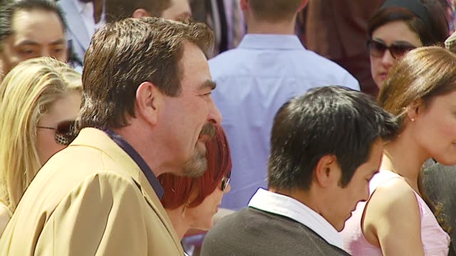 tom selleck at the 'meet the robinsons' premiere at the el capitan theatre in hollywood, california on march 25, 2007. - el capitan kino stock-videos und b-roll-filmmaterial