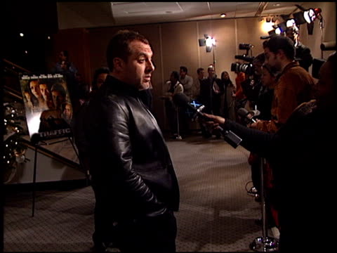 tom sizemore at the 'traffic' premiere at academy theater in beverly hills, california on december 14, 2000. - traffic点の映像素材/bロール
