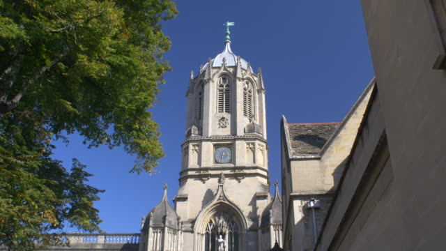 tom tower. christ church, oxford. - oxford university stock videos & royalty-free footage