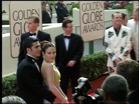 tom wilkinson at the 1998 golden globe awards at the beverly hilton in beverly hills, california on january 18, 1998. - トム ウィルキンソン点の映像素材/bロール