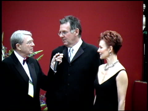 tom wilkinson at the 2002 academy awards arrivals at the kodak theatre in hollywood, california on march 24, 2002. - トム ウィルキンソン点の映像素材/bロール