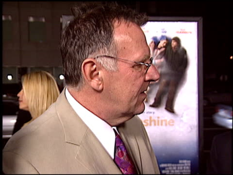 tom wilkinson at the 'eternal sunshine of the spotless mind' premiere at academy theater in beverly hills, california on march 9, 2004. - トム ウィルキンソン点の映像素材/bロール