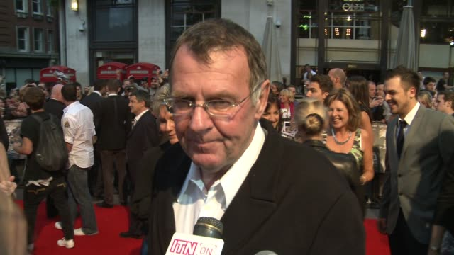 tom wilkinson on playing his role as a diamond geezer and discusses his characters death. at the london rocknrolla world premiere at london . - トム ウィルキンソン点の映像素材/bロール