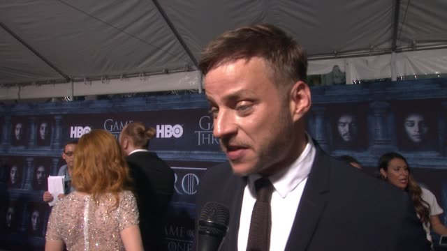 tom wlaschiha on that he's here at the tcl chinese theater and what it means to have his show premiere at such an iconic hollywood theater, on what... - tcl chinese theater stock-videos und b-roll-filmmaterial