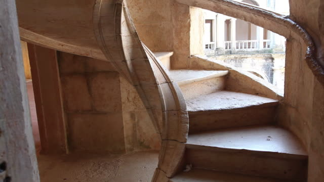 tomar, convent of the order of christ (convento de cristo), grand staircase - グランドステアケースエスカランテ国定公園点の映像素材/bロール