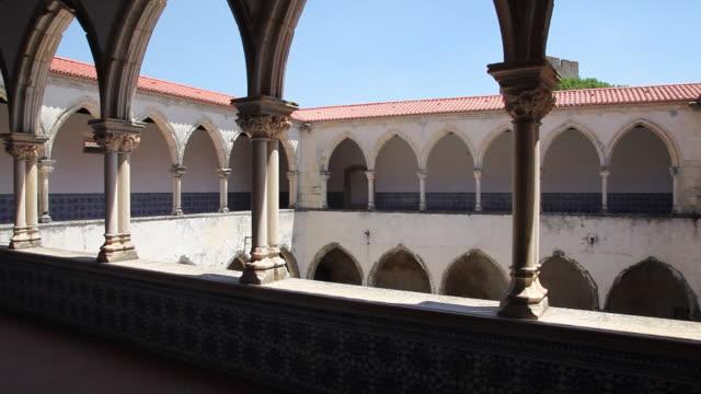 vídeos de stock e filmes b-roll de tomar, convent of the order of christ (convento de cristo), laundry cloister - monumento
