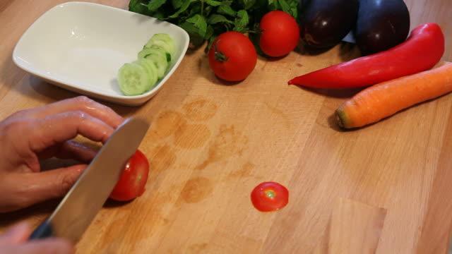 tomato cutting - tomato salad stock videos & royalty-free footage