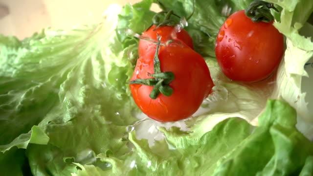 Tomatos Falling