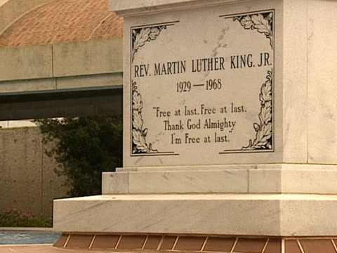 tomb of reverend martin luther king, jr. to tomb resting in freedom plaza w/ reflecting pool, breezeway to freedom hall complex in bg. - pool hall stock videos & royalty-free footage
