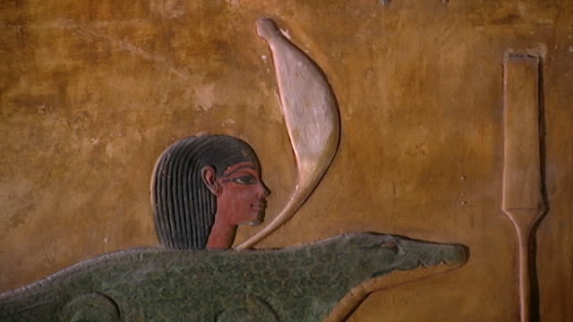 tomb of seti i. painted bas-relief of a crocodile in a boat on the nile river. - basrelief stock-videos und b-roll-filmmaterial