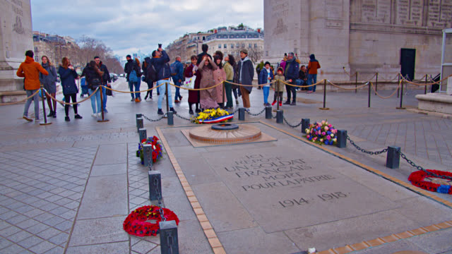 tomb of the unknown soldier. arc de triomphe. - triumphal arch stock videos & royalty-free footage
